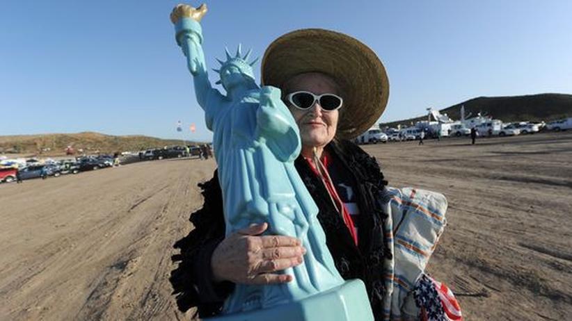 """USA gegen Obama: Protest gegen die Regierung in Washington und Gesundheitsreform: Eine Angehörige der """"Tea Party""""-Bewegung, die auch von Sarah Palin unterstützt wird, in Nevada"""