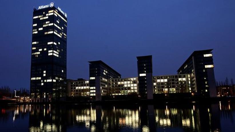 Großkonzerne: Zentrale der Allianz in Berlin: Früher produzierten die Multis zu Hause oder dort, wo es billig war. Heute gilt es, sich einzulassen, lokale Wettbewerber zu übernehmen, Produkte für verschiedene Kontinente zu entwickeln