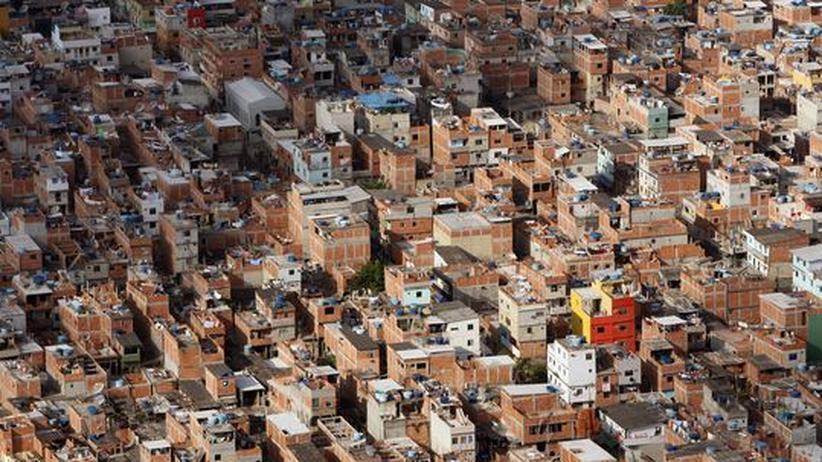Brasilien: Das Elendsviertel Rio das Pedras im Westen von Rio de Janeiro. 70.000 oder 90.000 oder 110.000 Menschen leben hier, so genau kann das keiner sagen