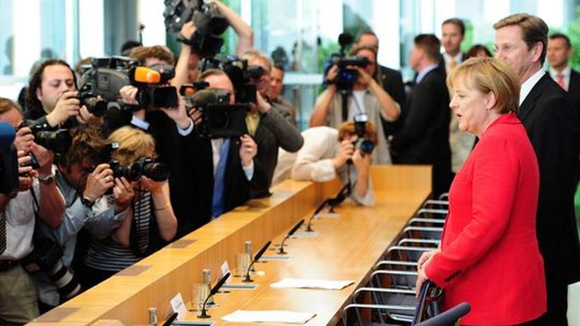 Schwarz-gelbe Pläne: Wird jetzt überzeugend saniert? Bundeskanzlerin Angela Merkel und FDP-Chef Guido Westerwelle in der Bundespressekonferenz am Montag