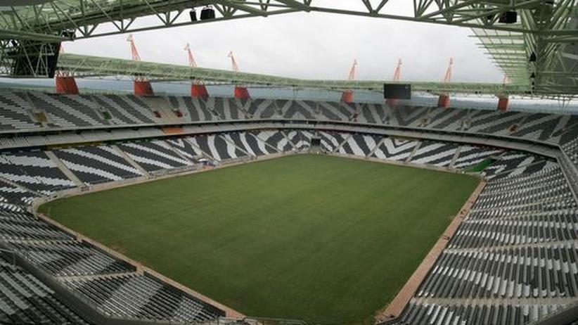 Stadion mit Zebra-Optik: Im Mbombela-Stadion von Nelspruit werden während der Fußball-WM vier Gruppenspiele ausgetragen