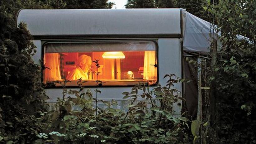 Friedrich Tiggemann in seinem Wohnwagen