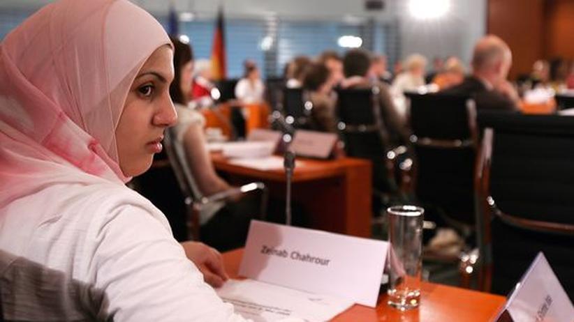 Arbeitsmarkt: Die Studentin Zeinab Chahrour auf dem Jugendintegrationsgipfel im Mai 2008. Damals diskutierte Angela Merkel mit 80 Jugendlichen auch über Bildungschancen von Migranten