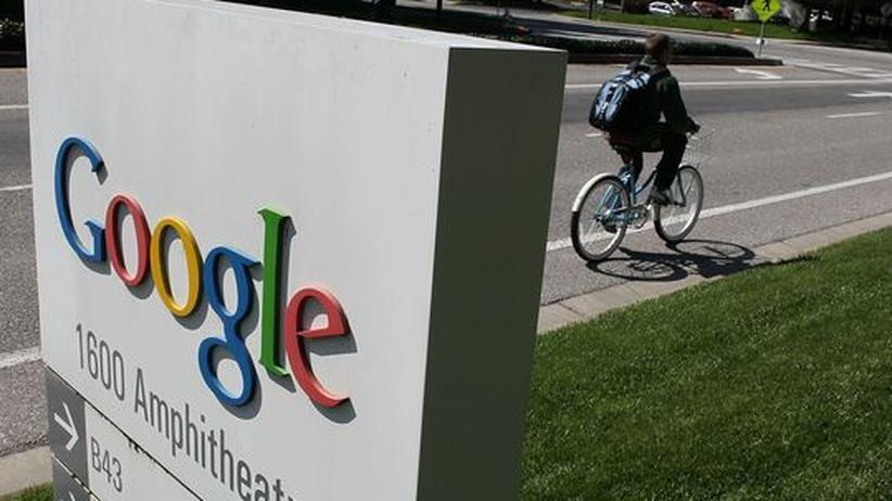 Wirtschaftsforschung: Firmenlogo von Google an der Zentrale in Mountain View: Die Suchmaschine soll Ökonomen helfen, die Welt zu verstehen
