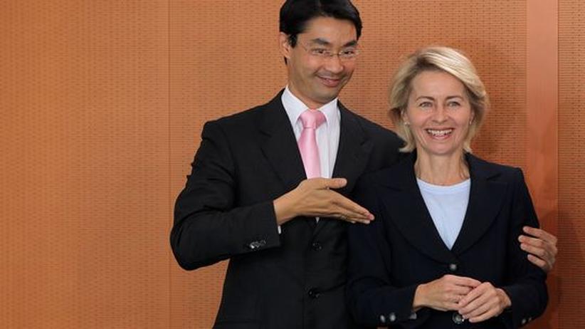 Sozialpolitik: Verantwortlich für die Hartz-IV-Reform: Arbeits- und Sozialministerin Ursula von der Leyen (rechts) mit Gesundheitsminister Philipp Rösler vergangenen August im Bundeskanzleramt