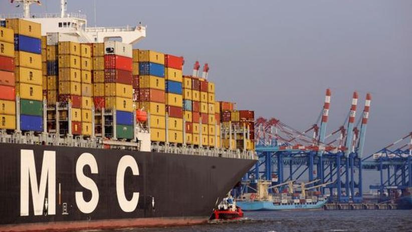 Blick auf Container und Kräne des Hamburger Hafens