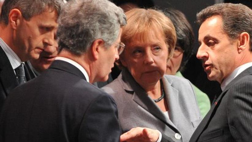 Klimagipfel in Cancún: Angela Merkel und Nicolas Sarkozy mit Beratern auf der Kopenhagener Klimakonferenz im vergangenen Jahr