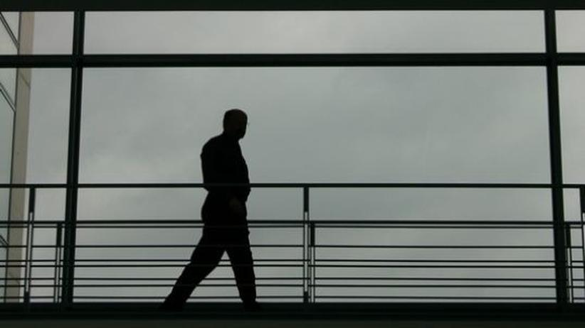 Management: Allein an der Spitze: Vielen Managern fehlt es an Verständnis für die Belange der Mitarbeiter und unserer Gesellschaft