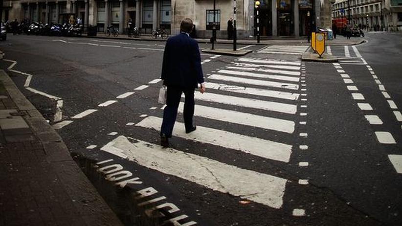Ein Fußgänger in London