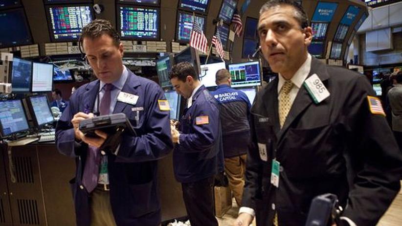 Händler in der New Yorker Börse: In seinem Buch moniert Ha-Joon Chang, dass viele Aktionäre kein langfristiges Interesse am Wohlergehen eines Unternehmens haben