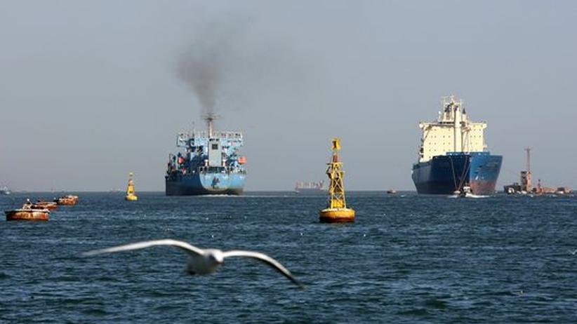 Schiffe im Suezkanal auf dem Weg nach Norden