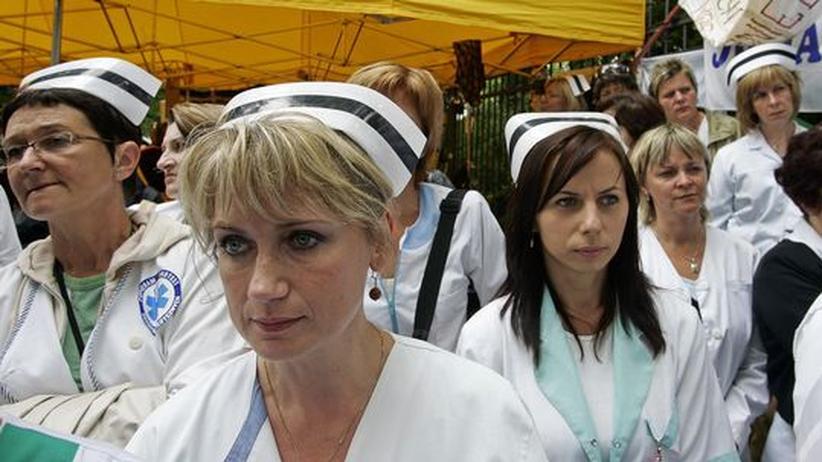 Polnische Krankenschwestern demonstrieren 2007 in Warschau für höhere Löhne