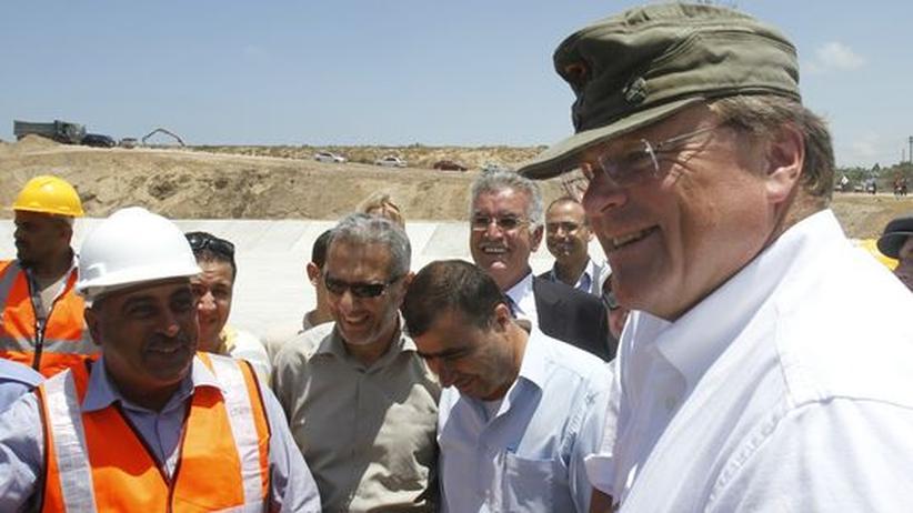 Ecuador: Entwicklungsminister Dirk Niebel während eines Besuchs in Gaza-Stadt.