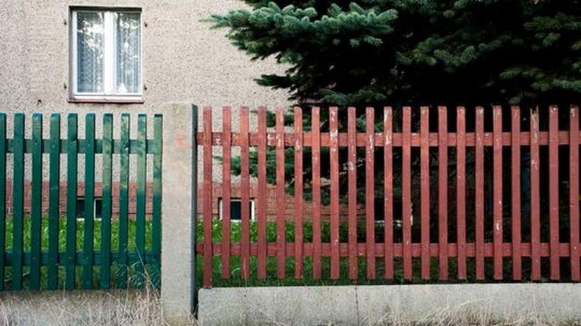 Zu Besuch beim Leser: Gartenzaun in der Vorstadt: Wer die Leser-Kommentare zur Euro-Krise liest, hat den Eindruck, der Euro habe längst keine Mehrheit mehr