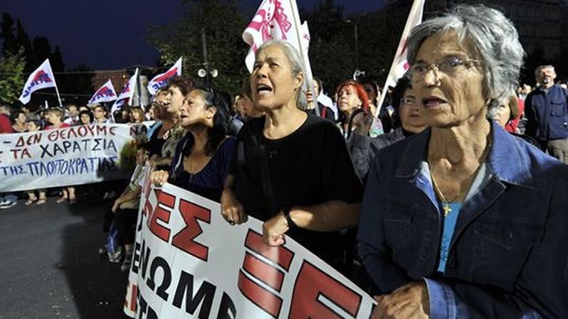 Demonstranten protestieren gegen die Sparmaßnahmen in Athen.