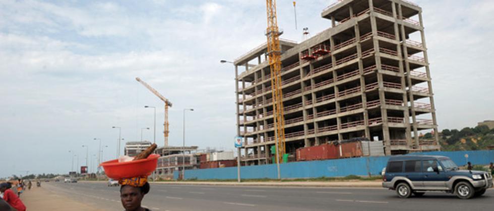 Eine Baustelle in der angolanischen Hauptsadt Luanda