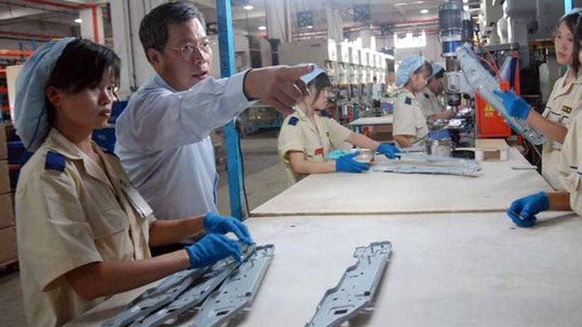 Ein chinesischer Unternehmer in seiner Fabrik in Guangdong