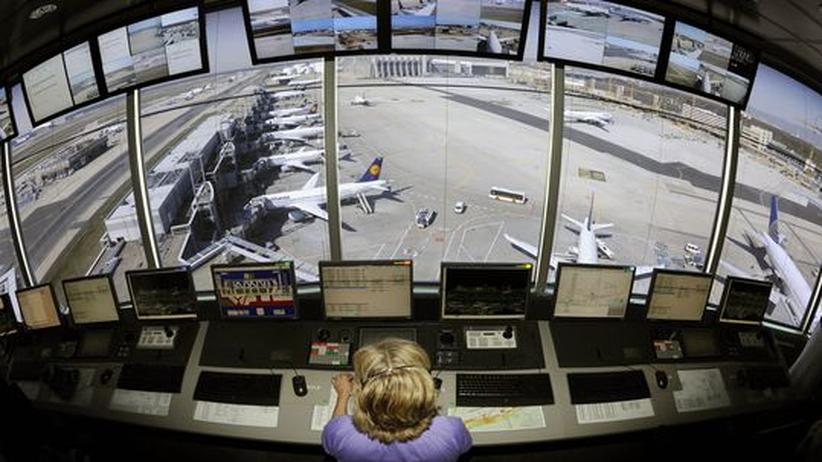 Fluglotsenstreik: Fluglotsen-Arbeit im Kontrollturm des Frankfurter Flughafens