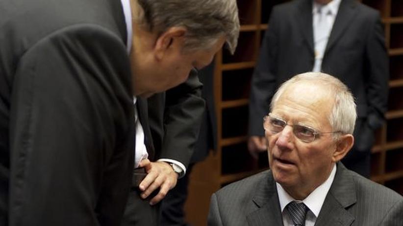 Euro-Rettungsschirm: Bundesfinanzminister Wolfgang Schäuble im Gespräch mit seinem griechischen Kollegen Evangelos Venizelos beim Treffen der Euro-Gruppe in Luxemburg