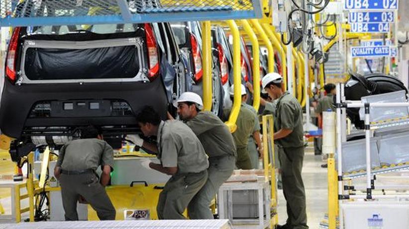 Schwellenländer: Blick in die Produktion des indischen Kleinwagens Tata Nano in Gujarat