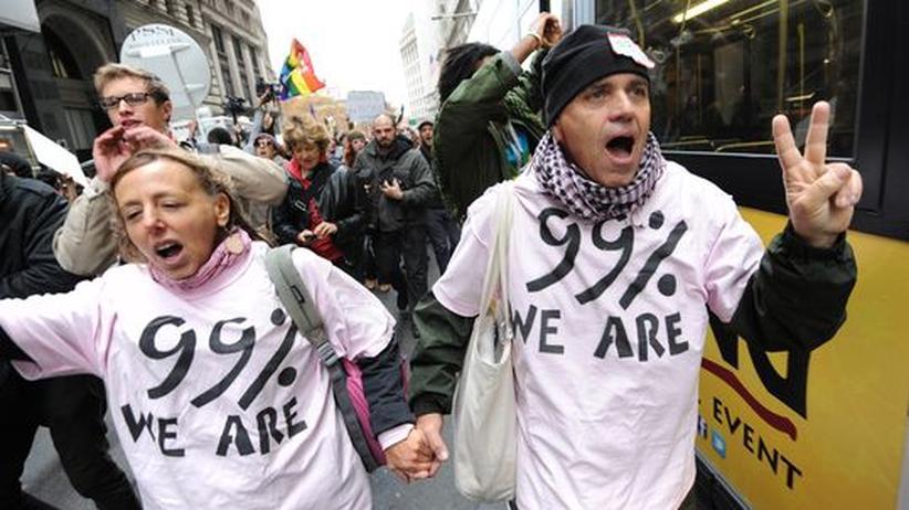 """Demonstranten bei einem """"Occupy Wall Street""""-Protestzug in New York"""