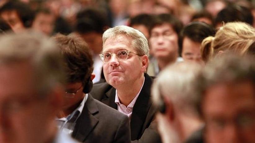 Nach dem Gipfel: Bundesumweltminister Norbert Röttgen im Plenum der Klimakonferenz von Durban, kurz vor Abschluss des Gipfels