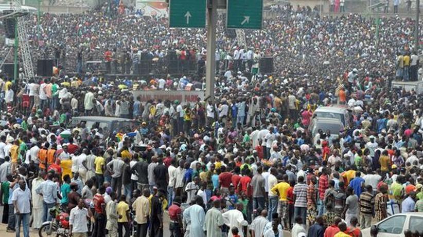 """Unruhen in Nigeria: """"Es ist richtig, Treibstoffsubventionen zu senken"""""""