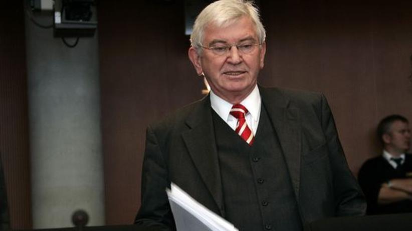 Bundesnachrichtendienst: Ex-Geheimdienstchef Uhrlau berät die Deutsche Bank