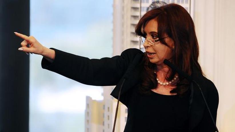 Repsol-YPF: Cristina Fernández de Kirchner kündigt die Enteignung von Repsol-YPF an.