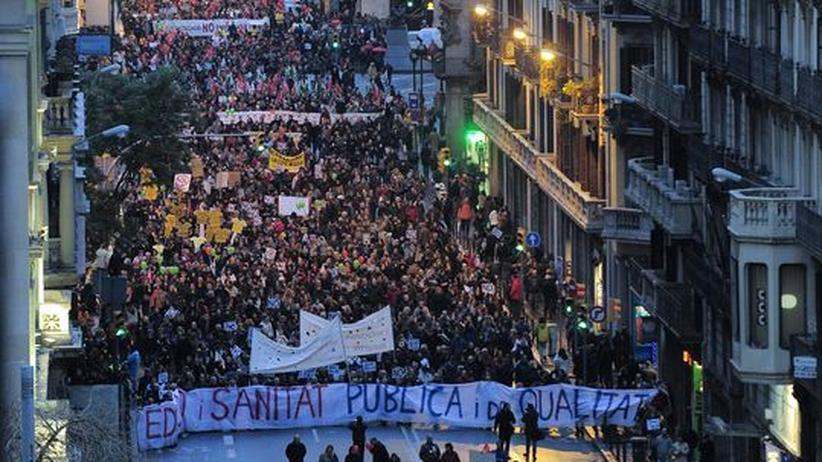 Gesundheit und Bildung: Spanien kündigt neue Einsparungen in Milliardenhöhe an