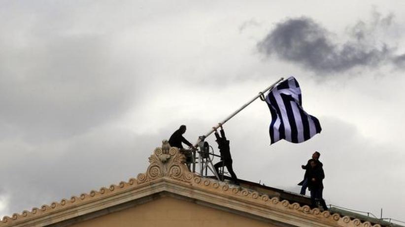 Euro-Krise: S&P hebt Griechenlands Bonität um vier Noten