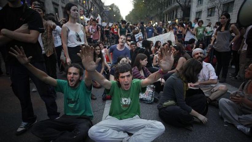 Arbeitslose Jugendliche bei einer Demonstration in Madrid