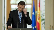 Spaniens Premier Mariano Rajoy verteidigt vor Journalisten die Entscheidung, dass sein Land Hilfen aus dem europäischen Rettungsfonds beantragen wird.