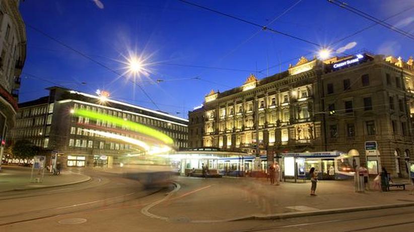 Schweizer Banken: UBS und Credit Suisse Gebäude am Paradeplatz in Zürich (Archivbild)
