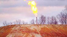 Eine Gasflamme brennt an einem durch Fracking erschlossenen Gasvorkommen in Pennsylvania in den USA.