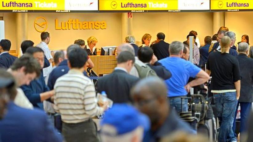 Tarifkonflikt: Passagiere der Lufthansa