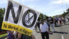 In Madrid machen Regierungsbeamte den spanischen Ministerpräsident Rajoy und Kanzlerin Merkel für die Krise verantwortlich (Archiv).