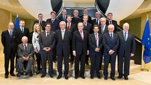 Die Euro-Finanzminister stellen sich auf zum Gruppenbild: auf ihrem Treffen am 8. Oktober