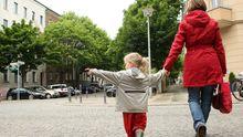 Mutter mit Tochter in Berlin