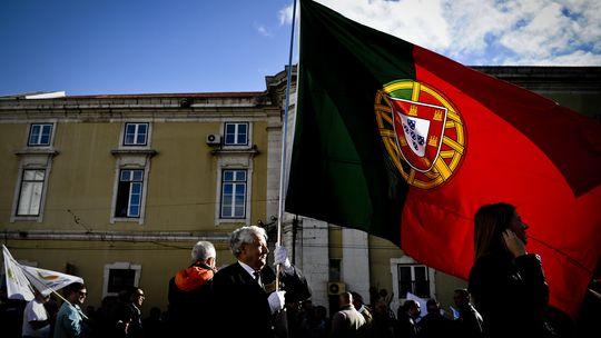 Mitglieder des portugiesischen Militärs demonstrieren gegen den Sparkurs der Regierung.