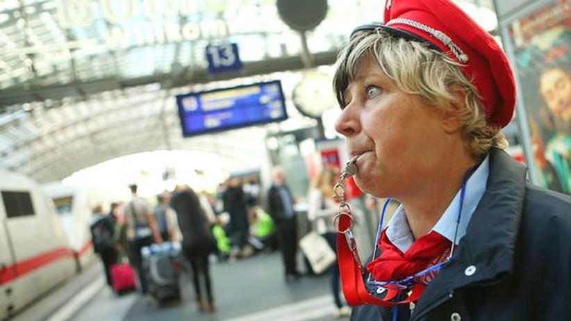 Deutsche Bahn: Die Bahn kassiert mehr und kommt später