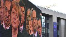 Angela Merkel und Francois Hollande auf einer TV-Leinwand