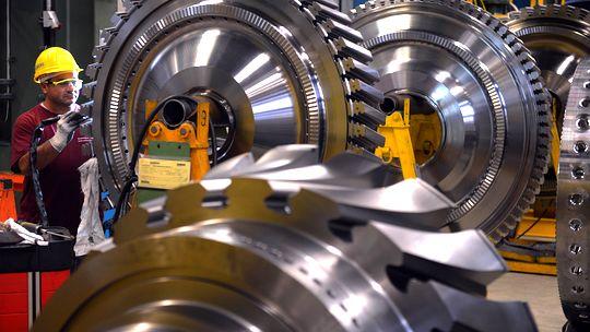 Siemens-Arbeiter in einem Werk in Berlin