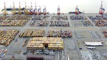 Container im Hafen von Bremerhaven