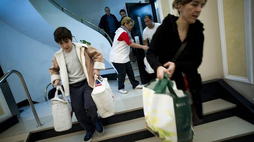 Wirtschaftskrise: Rotes Kreuz muss Millionen Europäern mit Lebensmitteln helfen