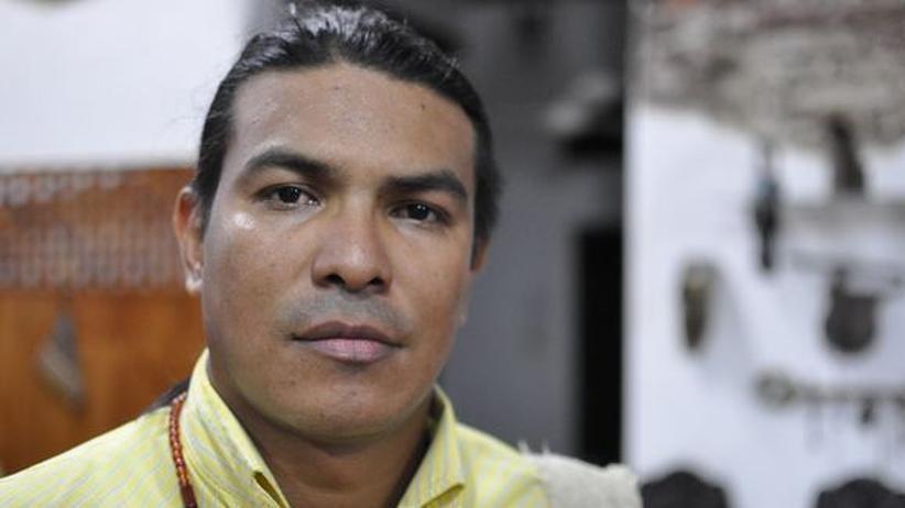 Kolumbien: Aníbal Pérez hat für de Kohlekonzern Drummond gearbeitet und wurde entlassen. Heute setzt er sich als Präsident der Vereinigung der kranken Drummond-Arbeiter für seine Rechte und die kranker Kollegen ein.