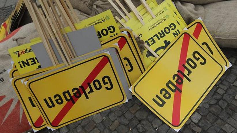 Endlager für Atommüll: Protestschilder gegen ein Atommüllendlager in Gorleben