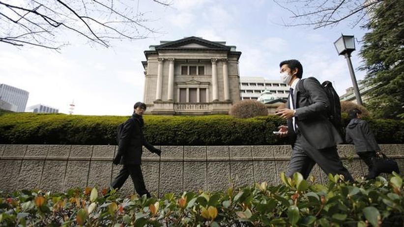 Notenbank: Japan lockert seine Geldpolitik radikal