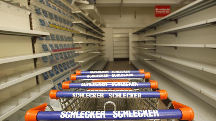 Ein leergeräumter Schlecker-Laden in München