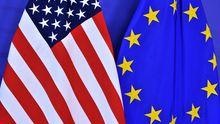 Die Flaggen der USA und der EU